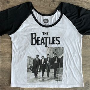 The Beatles Cropped Black & White Graphic Tee (M)